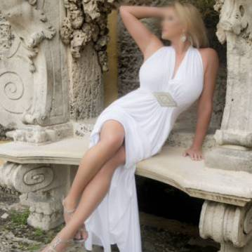 Fort Lauderdale Escort Elle Vegas Adult Entertainer, Adult Service Provider, Escort and Companion.