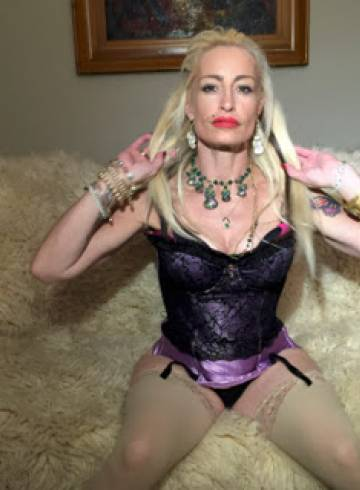 Scottsdale Escort Pepper Adult Entertainer in United States, Female Adult Service Provider, Italian Escort and Companion.