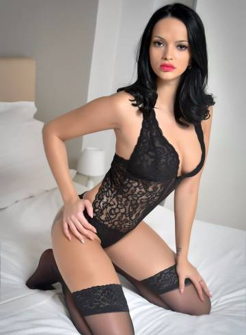 Amsterdam Escort Cristel Adult Entertainer in Netherlands, Female Adult Service Provider, Escort and Companion.