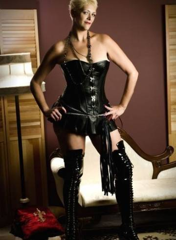 Kansas City Escort MissNikki Adult Entertainer in United States, Female Adult Service Provider, Escort and Companion.