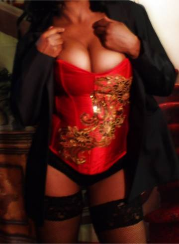 Sacramento Escort Rio  Linda Massage Adult Entertainer in United States, Female Adult Service Provider, American Escort and Companion.