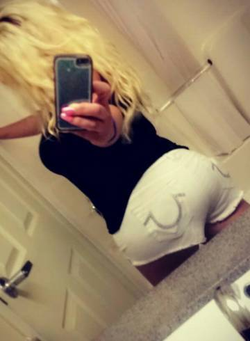 Tampa Escort KimmiXo Adult Entertainer in United States, Female Adult Service Provider, Escort and Companion.