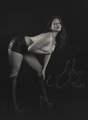 Melbourne Escort Azhure  Violet Adult Entertainer in Australia, Female Adult Service Provider, Australian Escort and Companion.