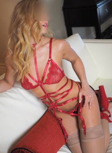 Raleigh Escort Dana  Williams Adult Entertainer in United States, Female Adult Service Provider, American Escort and Companion.