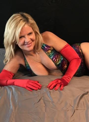 West Palm Beach Escort Elara_ Adult Entertainer in United States, Female Adult Service Provider, Escort and Companion.