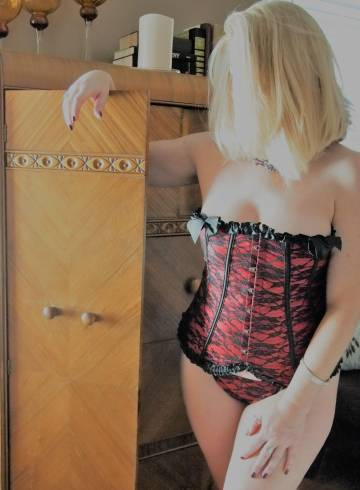 Charlotte Escort Emma  Elizabeth Adult Entertainer in United States, Female Adult Service Provider, American Escort and Companion.