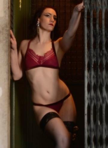 Boston Escort Ernestine Adult Entertainer in United States, Female Adult Service Provider, Escort and Companion.