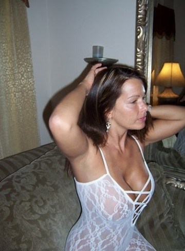 Houston Escort HannahHearte Adult Entertainer in United States, Female Adult Service Provider, Escort and Companion.