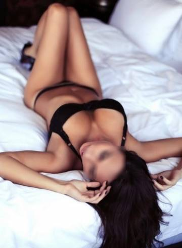 Birmingham Escort Kimmi  bomb Adult Entertainer in United Kingdom, Female Adult Service Provider, French Escort and Companion.