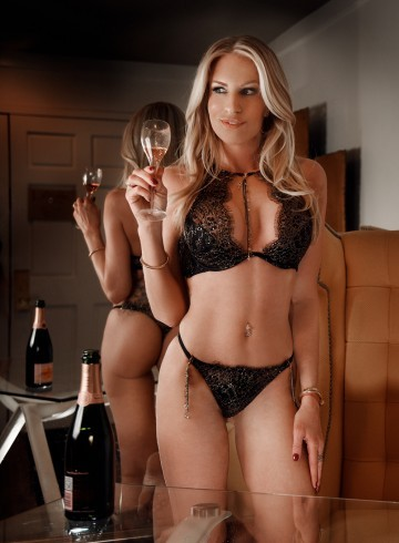 Las Vegas Escort SamanthaSommers Adult Entertainer in United States, Female Adult Service Provider, American Escort and Companion.
