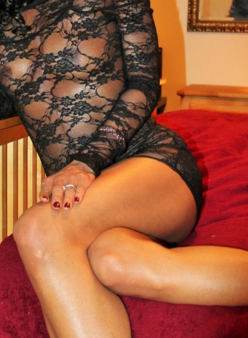 Denver Escort SimoneLove Adult Entertainer in United States, Female Adult Service Provider, Escort and Companion.