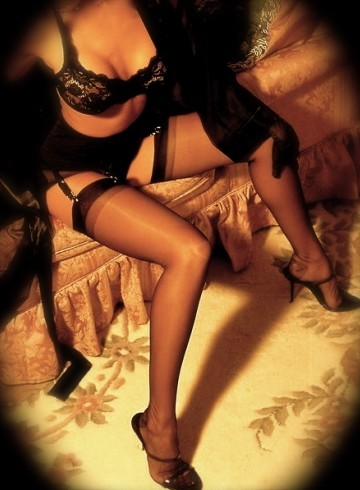 Berlin Escort Suzan Adult Entertainer in Germany, Female Adult Service Provider, Escort and Companion.